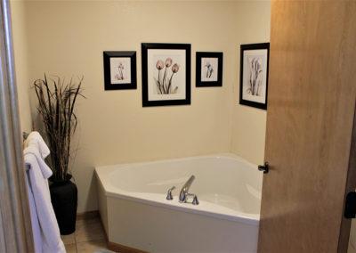 Garden Suite Tub